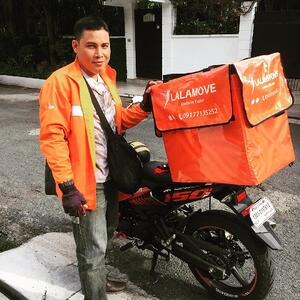 Lalamove rider ready to deliver!