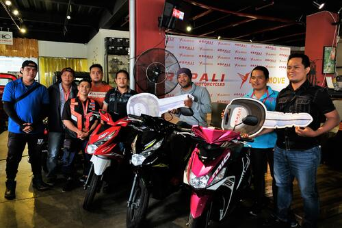 Lalamove Drivers receiving their motorcycles from Ropali at the partnership kick-off