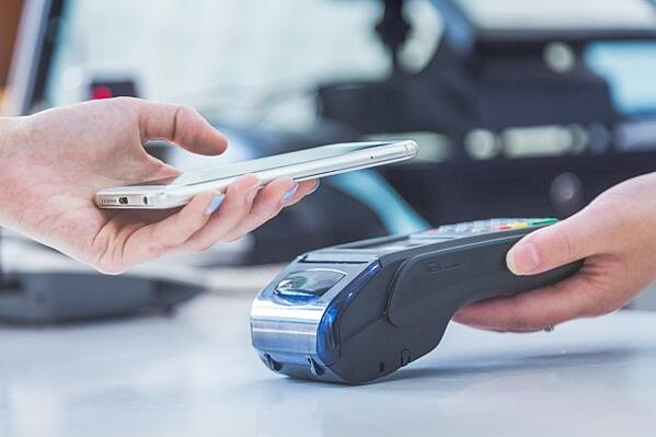 mobile-payments-mobile-scanning-payments-face-face-payments_1359-1148