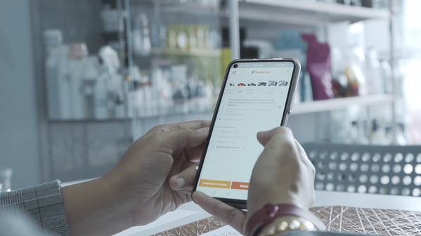 Pakar Botol relied on the Lalamove app for on-demand delivery