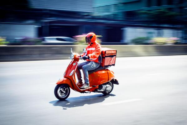 Outsource your Christmas deliveries with Lalamove riders