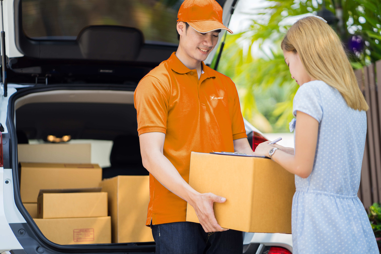 Lalamove delivers boxes, door to door delivery