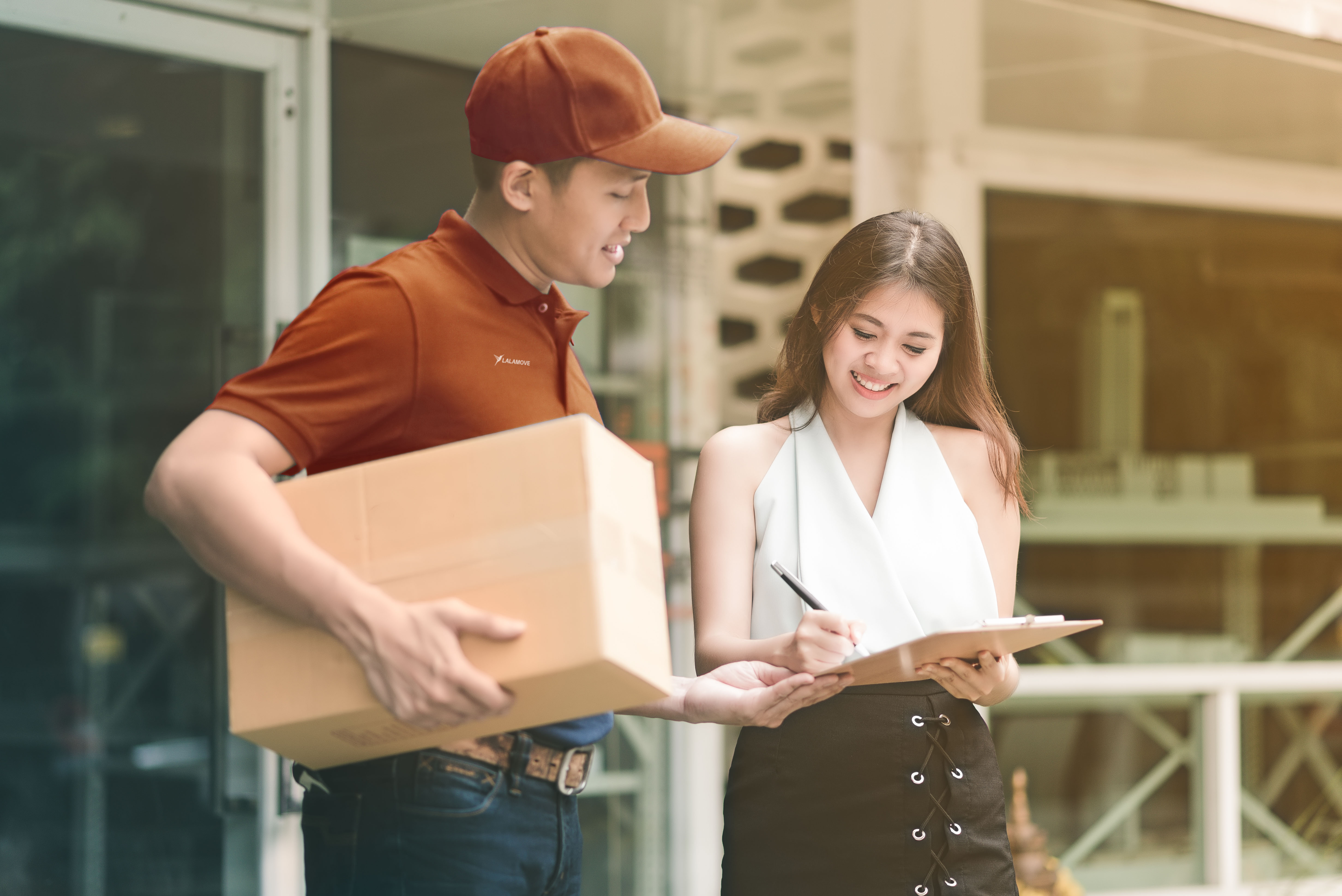 What is last mile delivery and how does Lalamove fit in
